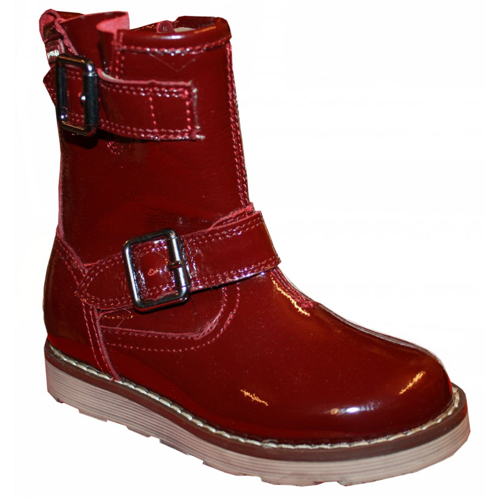 Must-have shoes for women at ZARA online. Find the perfect pair for you and receive it with FREE SHIPPING. RED FABRIC SNEAKERS. OPEN WEAVE ANKLE BOOTS. PATENT FINISH HEELED ANKLE BOOTS. PRINTED HIGH HEELED SHOES. HEELED COWBOY ANKLE BOOTS. HEELED LEATHER PUMPS. Special Price. SLINGBACK SHOE. TWEED BALLET FLATS. TASSELED PATENT .